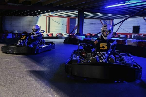 karts onder de fly over